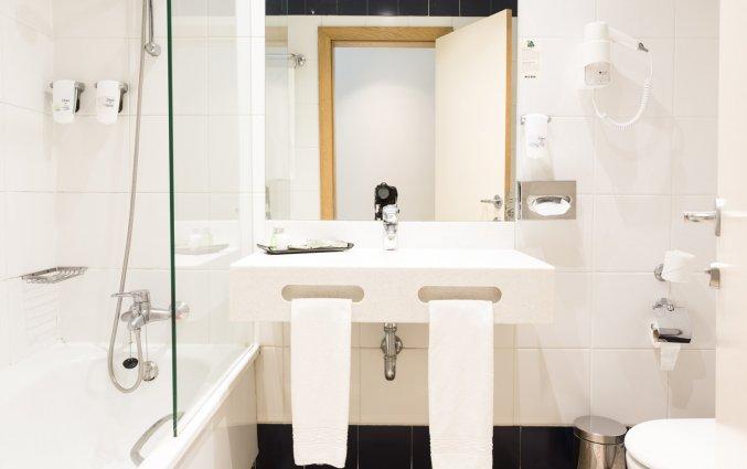 Badkamer van een tweepersoonskamer van Hotel Legendary in Porto