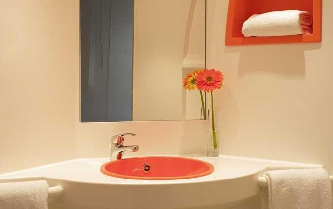 Badkamer van een tweepersoonskamer van Hotel iStay Porto Centro in Porto