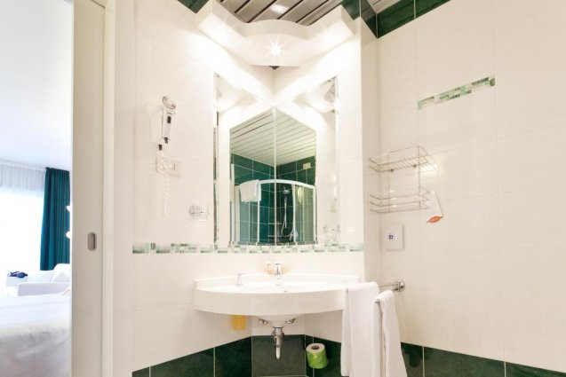Een badkamer van Hotel Qualys Nasco Milaan