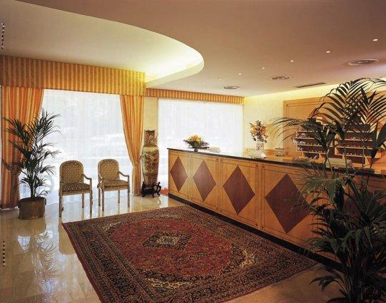 De receptie van Hotel Qualys Nasco Milaan