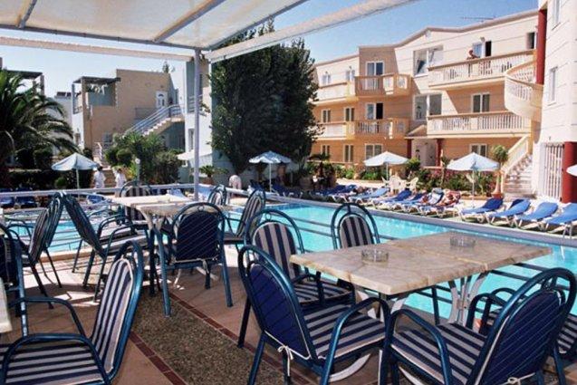 Buitenzitjes van appartementen Furtura vakantie Kreta