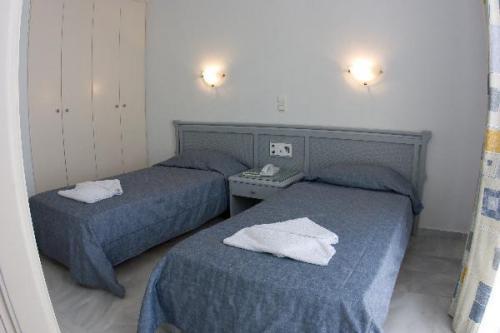 Twee aparte bedden in kamer van appartementen Furtura vakantie Kreta