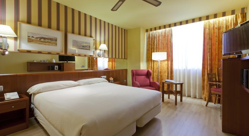 Tweepersoonskamer met tweepersoonsbed van Hotel Senator Spa in Barcelona