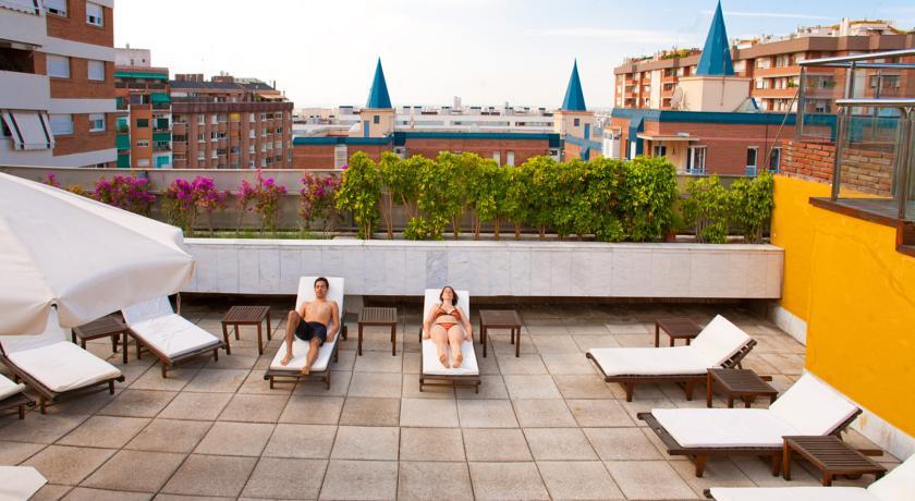 Zonneterras van hotel Senator Spa in Barcelona