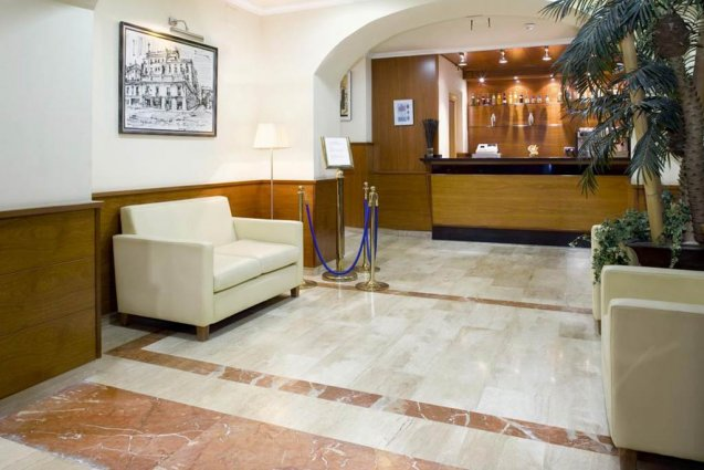 Lobby en receptie van Hotel Oasis in Barcelona