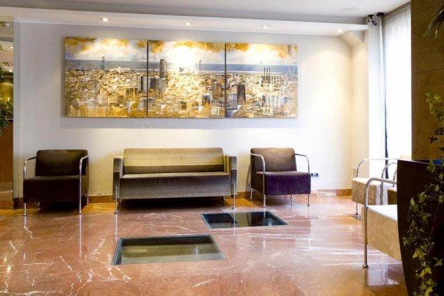 Zitgedeelte in de lobby van Hotel Oasis in Barcelona
