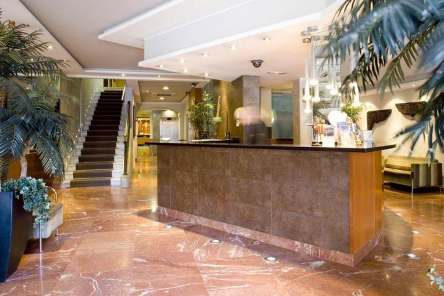 Receptie van Hotel Oasis in Barcelona