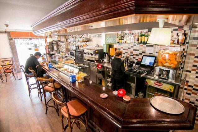 De bar van Hotel Oasis in Barcelona