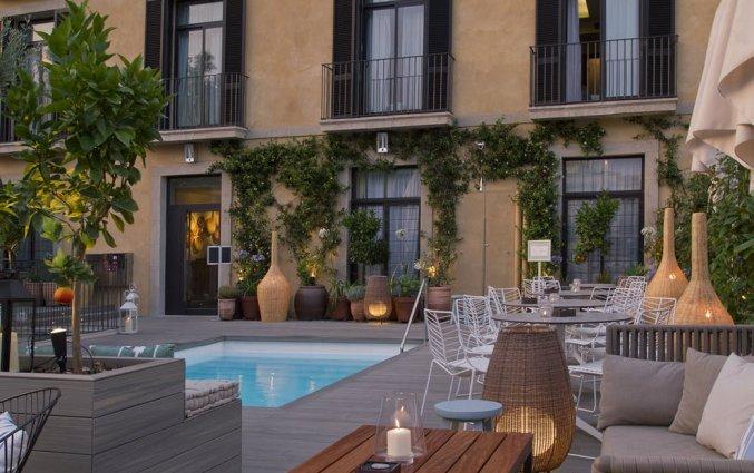 Terras en zwembad van Hotel Oasis in Barcelona