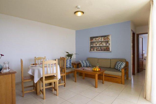 Woonkamer en keuken van een appartement van Appartementen Playa del Sol op Gran Canaria