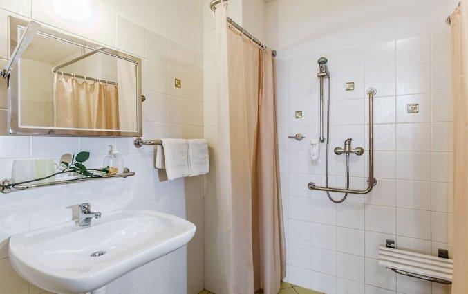 Badkamer van een tweepersoonskamer van Hotel Augustus et Otto in Praag