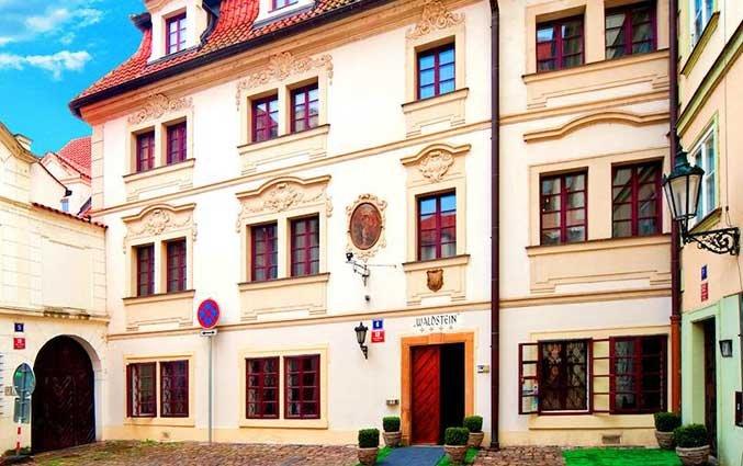 Buitenaanzicht van Hotel Waldstein