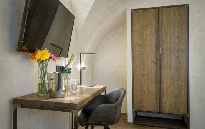 Bureau in een kamer van Hotel Waldstein