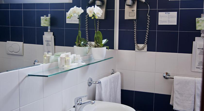 Badkamer in kamer van Eco-Hotel La Residenza in Milaan