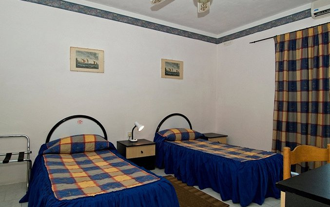 Twin beds White Dolphin Holiday Complex op Malta