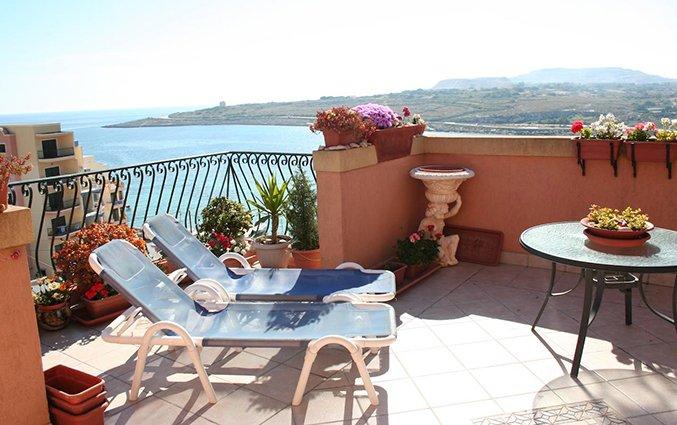 Terras van balkon van appartementen White Dolphin Holiday Complex op Malta