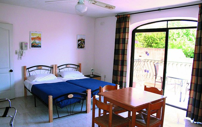 Slaapkamer van White Dolphin Holiday Complex op Malta
