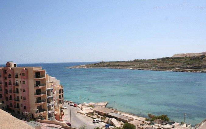 Uitzicht vanaf White Dolphin Holiday Complex op Malta