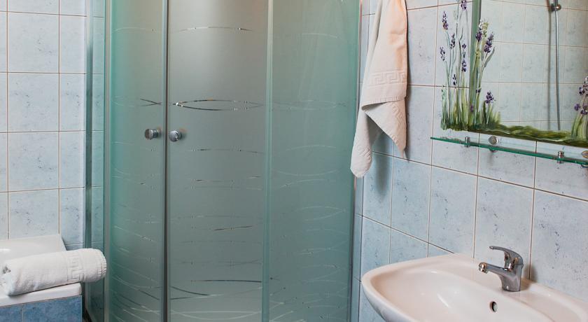 Badkamer van een tweepersoonskamer van Hotel Astoria in Krakau