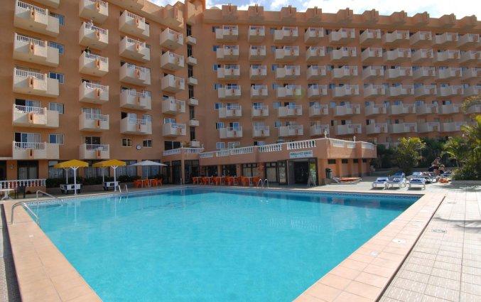 zwembad van appartementen Caribe