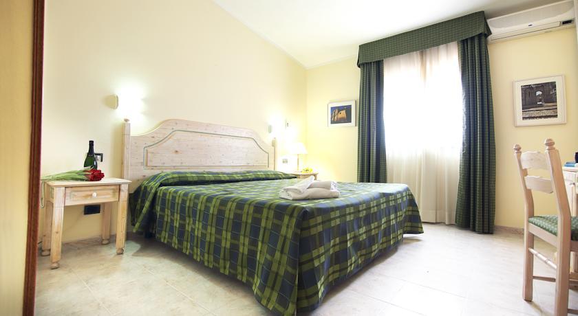 Tweepersoonskamer van Hotel Pausania Inn op Sardinie