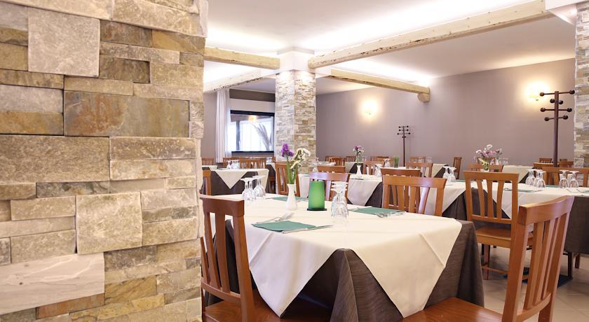 Restaurant van Hotel Pausania Inn op Sardinie