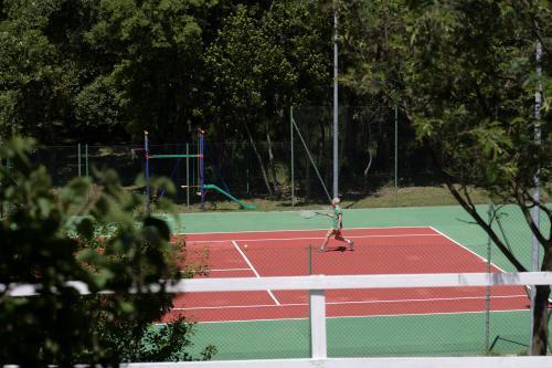 Tennisbaan van Hotel Pausania Inn op Sardinie