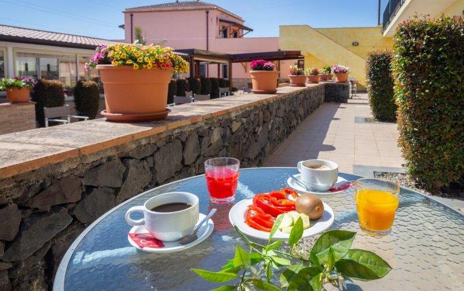 Terras van Hotel La Terra dei Sogni op Sicilie