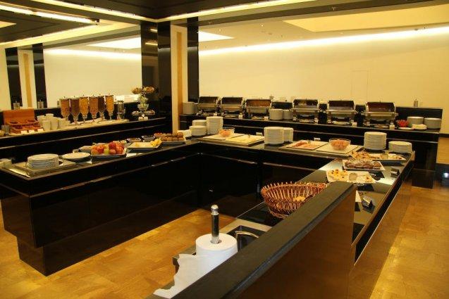 Ontbijtbuffet van Hotel Grandior Prague in Praag
