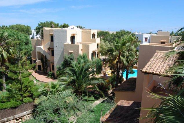 Buitenkant van de appartementen Playa Ferrera zonvakantie Mallorca