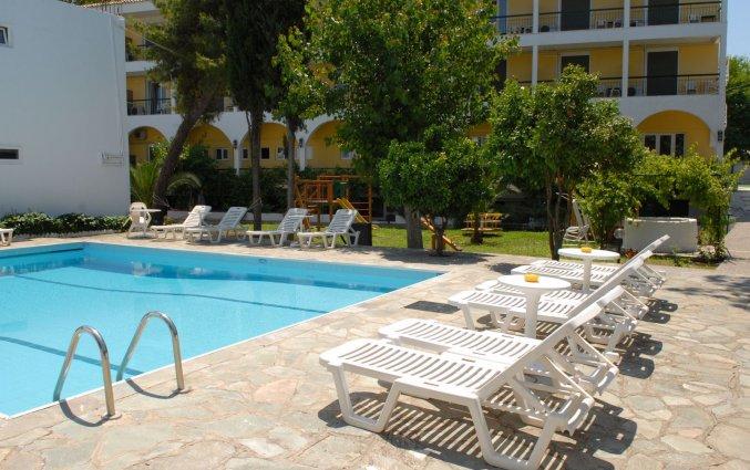 Buitenzwembad van Hotel Popi Star op Corfu