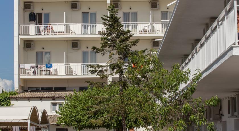 Buitenkant van Hotel Popi Star op Corfu