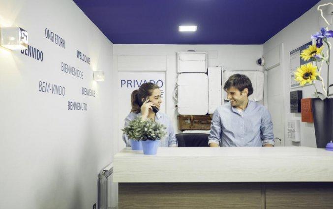 Receptie van Hotel Casual Hostal Gurea in Bilbao