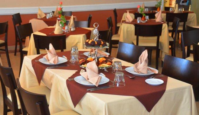 Gedekte tafel in het restaurant van Aparthotel Atlantic Palm Beach Agadir