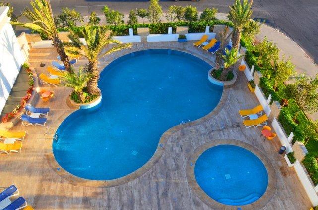 De zwembaden met zonneterras van Aparthotel Atlantic Palm Beach Agadir