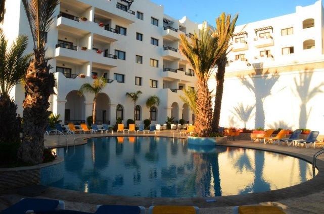 Het buitenaanzicht vanaf het zwembad van Aparthotel Atlantic Palm Beach Agadir