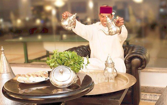 Thee schenken in Hotel Royal Mirage Agadir