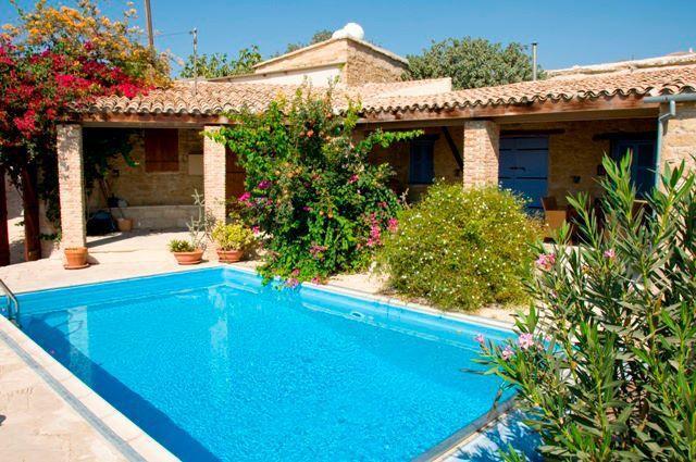 Buitenzwembad van Appartementen Cyprus Village
