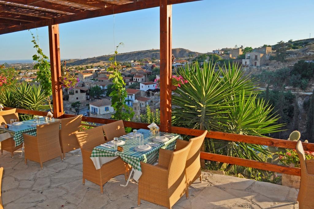 Uitzicht vanaf terras van Appartementen Cyprus Village