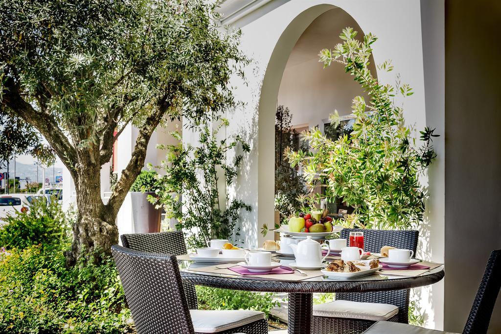 Terras van Hotel Jazz op Sardinië