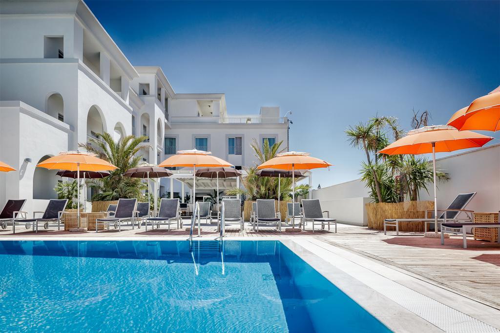 Zwembad en zonneterras van Hotel Jazz op Sardinië