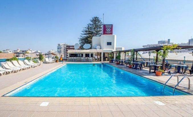 Zwembad van Appartementen Atrium Zenon Larnaca Cyprus
