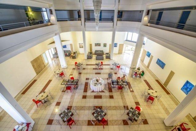 Eetzaal van Appartementen Atrium Zenon Larnaca Cyprus
