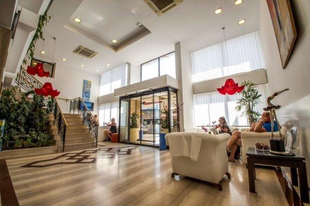 Lobby van Appartementen Atrium Zenon Larnaca Cyprus