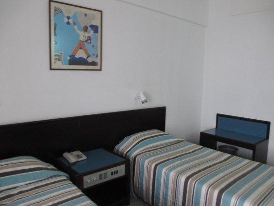 Slaapkamer met apparte bedden van Appartementen Atrium Zenon Larnaca Cyprus