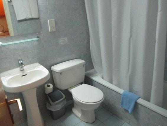 Badkamer van Appartementen Atrium Zenon Larnaca Cyprus