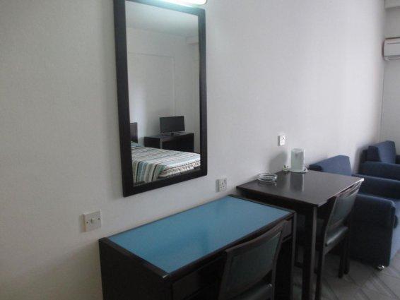 Bureau op een spaalkamer van Appartementen Atrium Zenon Larnaca Cyprus