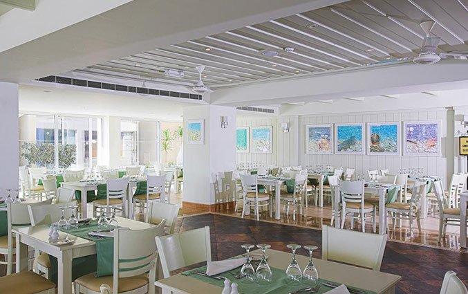 Eetzaal van Hotel Golden Bay Beach in Larnaca - Cyprus