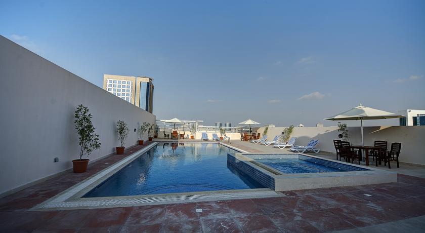 Dakterras met zwembad van Hotel Orchid Vue in Dubai