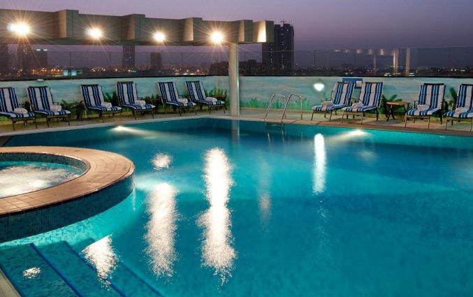 Dakterras met zwembad van Hotel Carlton Al Barsha in Dubai